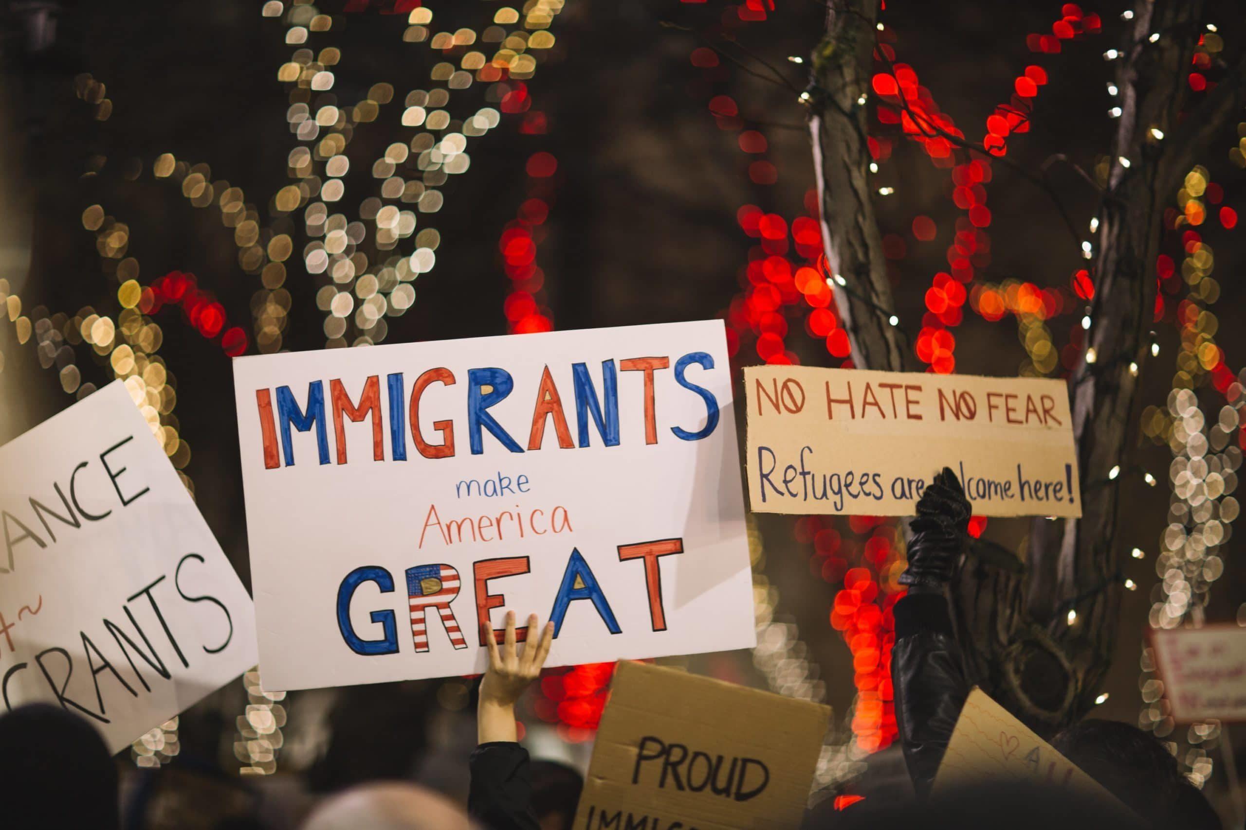 personas que se organizan en apoyo de los derechos de los inmigrantes